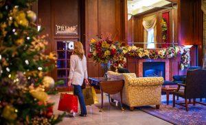 magnolia-christmas-lobby