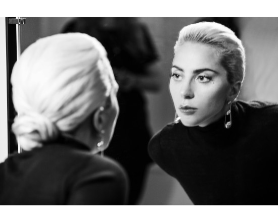 Lady-Gaga-behind-the_4270